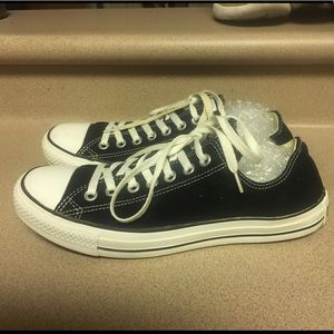PreOwned Converse Low Black Men's 8.5 Women's 10.5